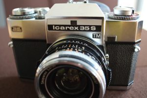 Zeiss Icarex mit der manuellen Objektiv-Legende Zeiss Skoparex 3,4 35mm von Voigtländer